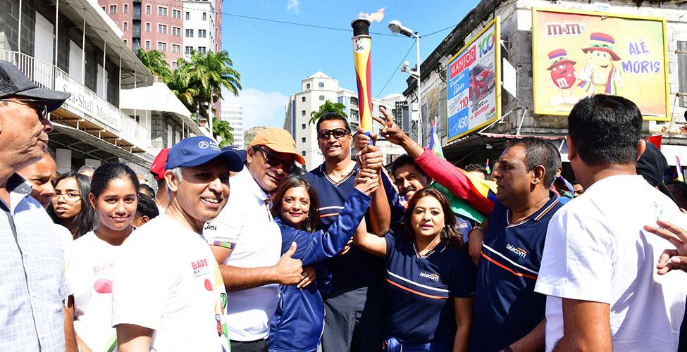 JIOI 2019 : une équipe de Mauritius Telecom porte la Flamme des Jeux dans les rues de Port Louis