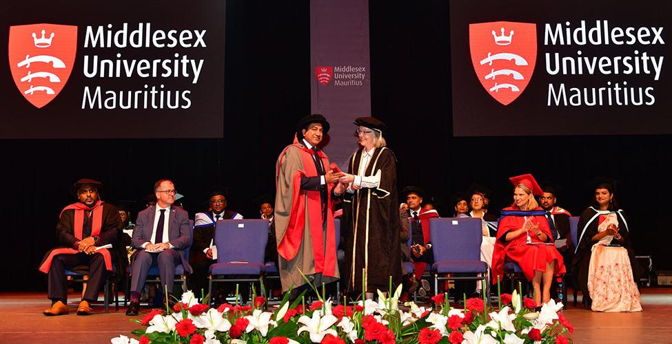 Le CEO de Mauritius Telecom, Sherry Singh, fait docteur honoris causa de la Middlesex University