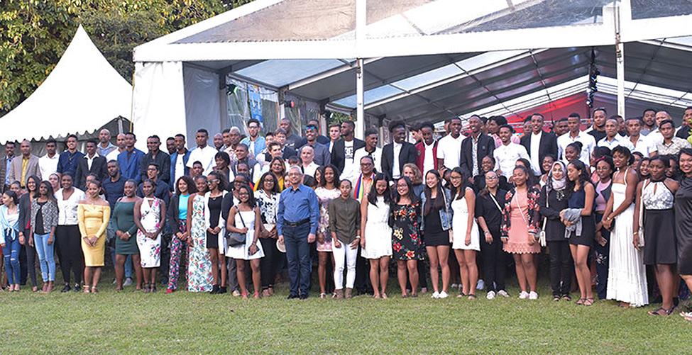JIOI : le Premier ministre récompense les athlètes doublement