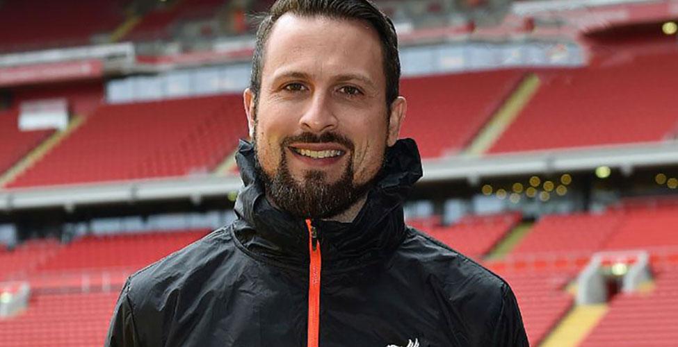 Académie de Liverpool : Dan White à Maurice pour la signature du contrat