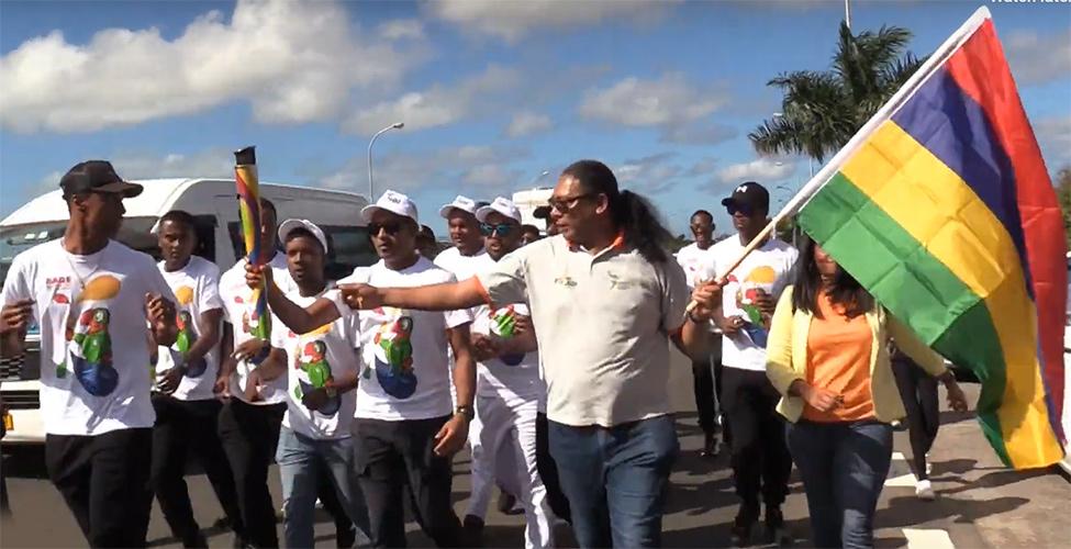 JIOI : la flamme des Jeux accueillie dans la ferveur populaire