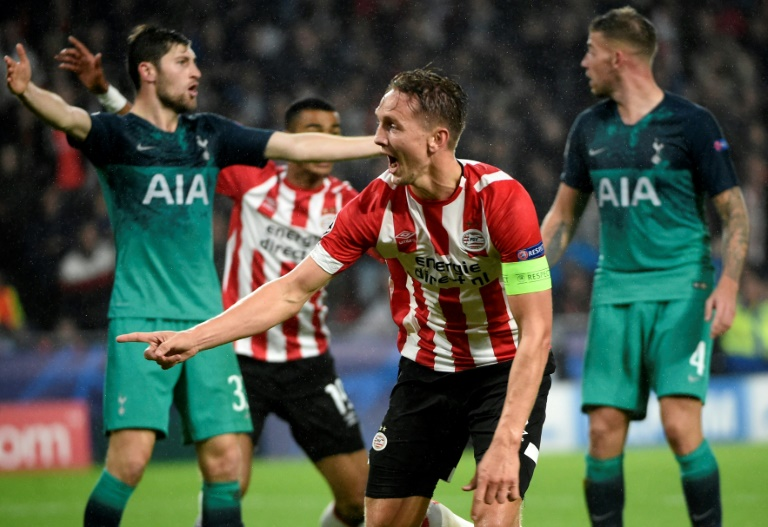 De Jong leveller leaves Spurs' hopes hanging by a thread