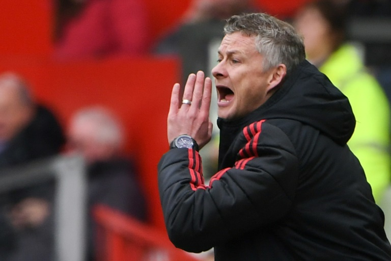 Solskjaer warns Man United at risk of falling further behind