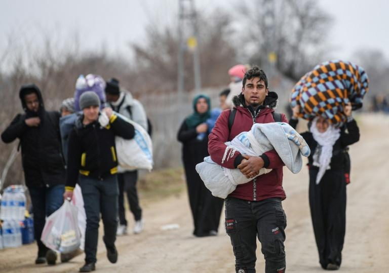 Migrants: Erdogan réclame un soutien européen en Syrie, heurts frontaliers