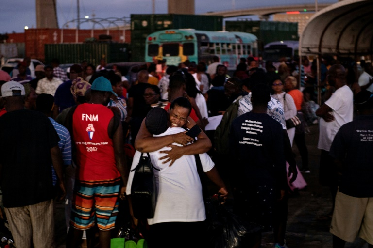 Dorian: début des évacuations aux Bahamas, bilan de 43 morts
