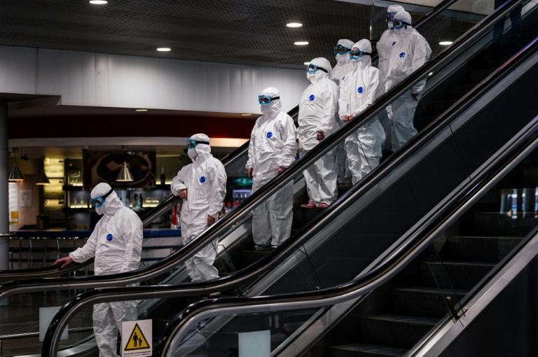 Virus: plus de décès en Europe qu'en Asie, les bourses plongent malgré les milliards promis