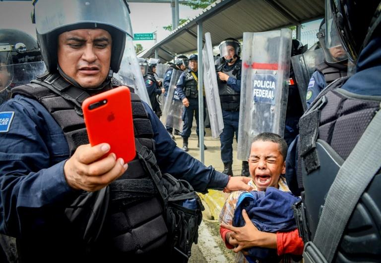 Mexique: dispersion d'un convoi de 2.000 clandestins qui demandait l'aide du président