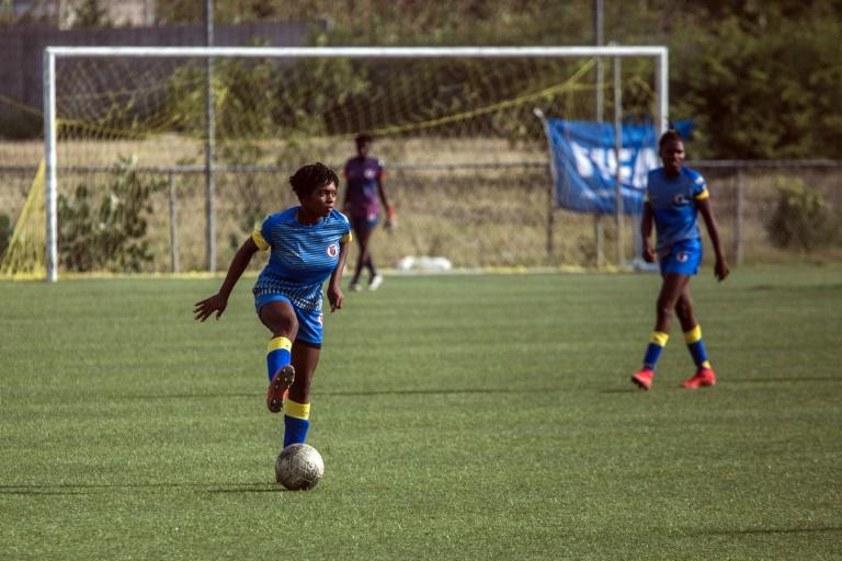 Le foot haïtien défend son président, accusé de viols