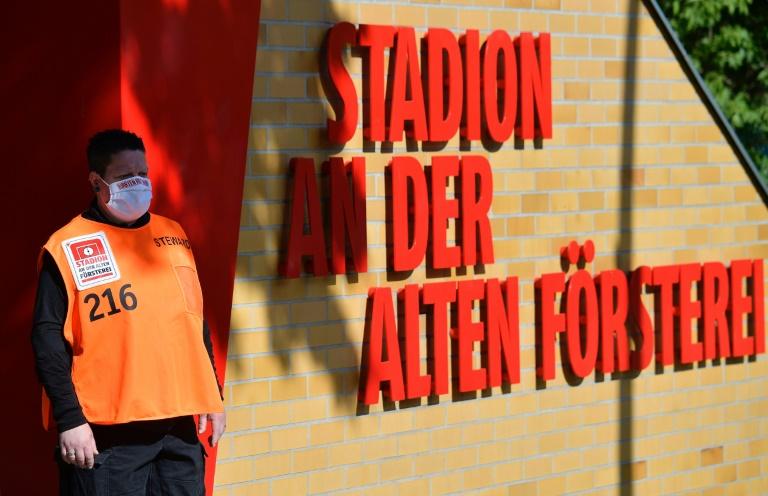 Temperature checks, empty terraces as Union host Bayern