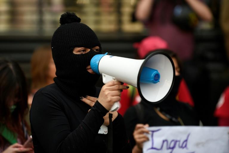 Mexique: manifestation anti-féminicides devant la présidence