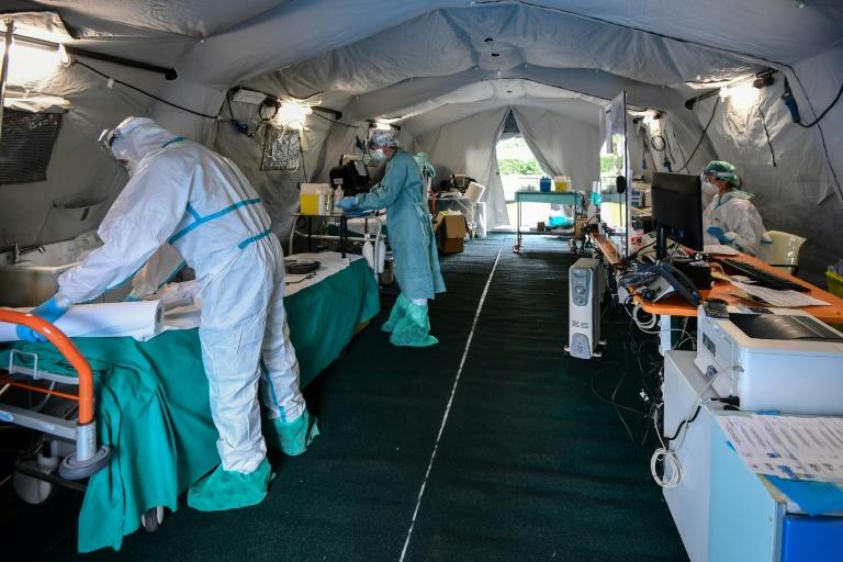 Coronavirus: les Etats-Unis déploient les grands moyens, d'autres frontières se ferment