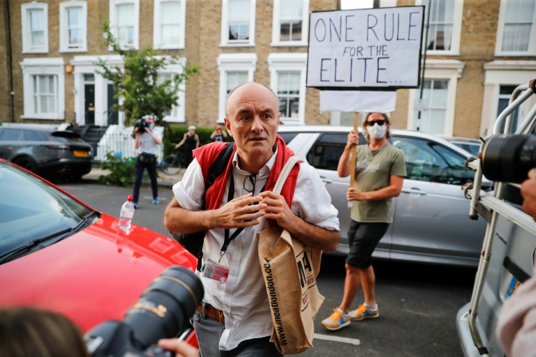 Le gouvernement britannique embourbé dans une controverse sur un conseiller de Johnson