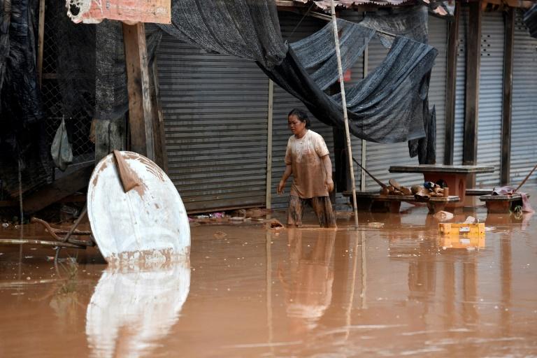 L'eau du barrage effondré au Laos gagne le Cambodge, des milliers de déplacés