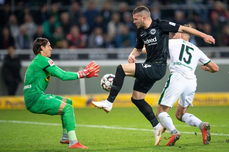 Rebic scores, gets sent off in Frankfurt win